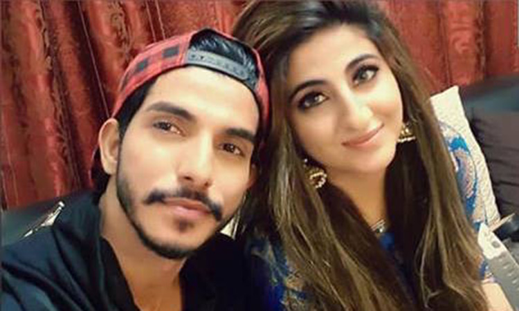 Pics pakistani wife Choose Pakistani