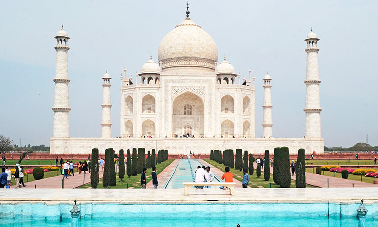 Taj Mahal close 1