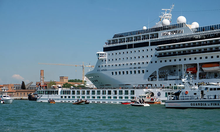 Cruise-ship-crash-750x450