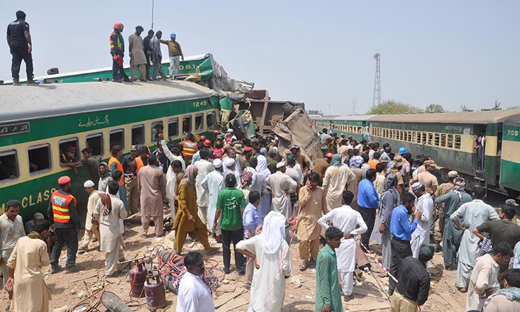 10 killed as passenger train hits freight train in Pakistan:The Asahi Shimbun