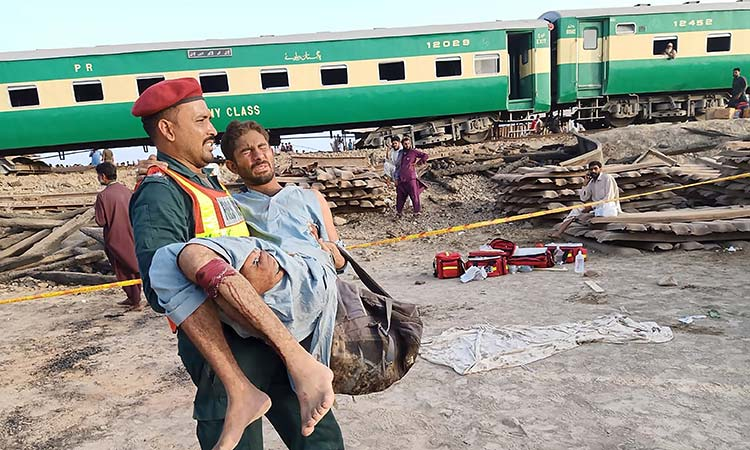 10 killed, 35 injured in trains collision in Pakistan's Sadiqabad