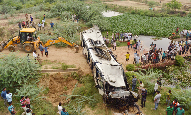 At least 29 killed in bus crash on Indian expressway - GulfToday