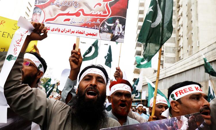 Pakistan Army calls meet, Parliament convened over Kashmir - GulfToday