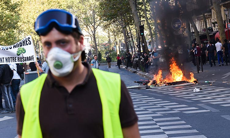 Paris-Yellow-vests-main1-750