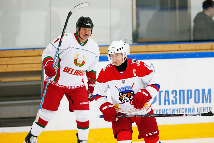 Video Russian President Putin Plays Ice Hockey With Belarus Leader Gulftoday