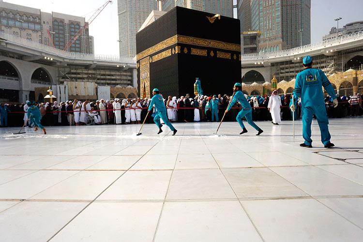 Grand-Mosque-in-Saudi-750x450