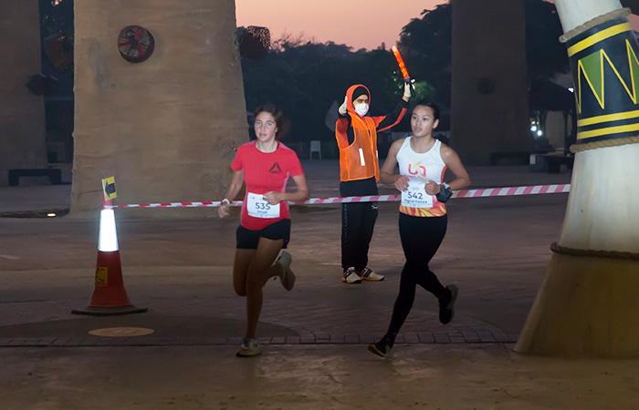 يجري تحدي الجري للسيدات في دبي
