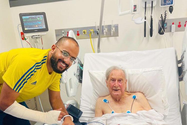 فيديو: طالب سعودي يهدد حياته ينقذ أستراليًا يبلغ من العمر 94 عامًا من حريق في أديلايد