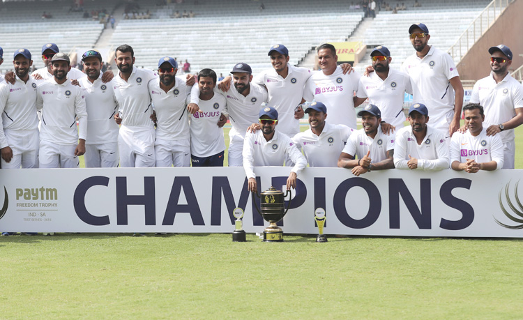 Indian-Team-with-trophy-750