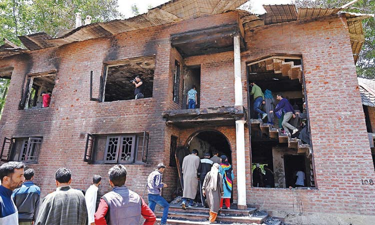 Indian police deserters among 4 killed in Kashmir - GulfToday