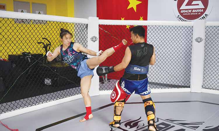 Chinese star set for leap from ditches to title shot