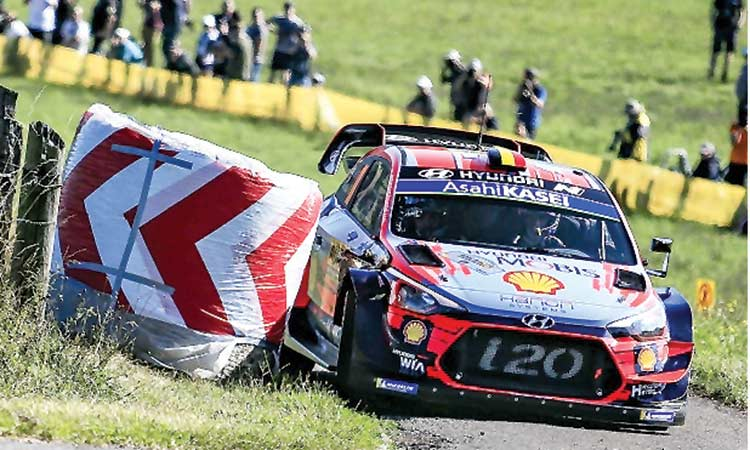Neuville demotes Tanak,   takes lead at German Rally
