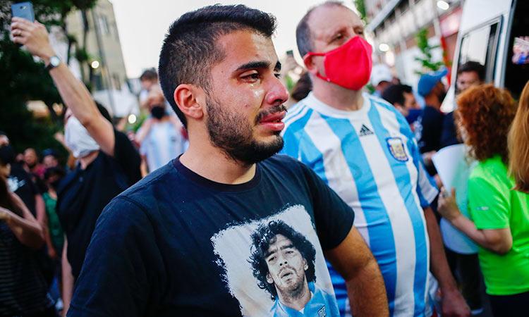 Argentina's soccer fans weep for superhero Diego Maradona ...
